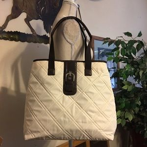 Handbags - ⬇️$25 Quilted fabric tote cream w/brown New